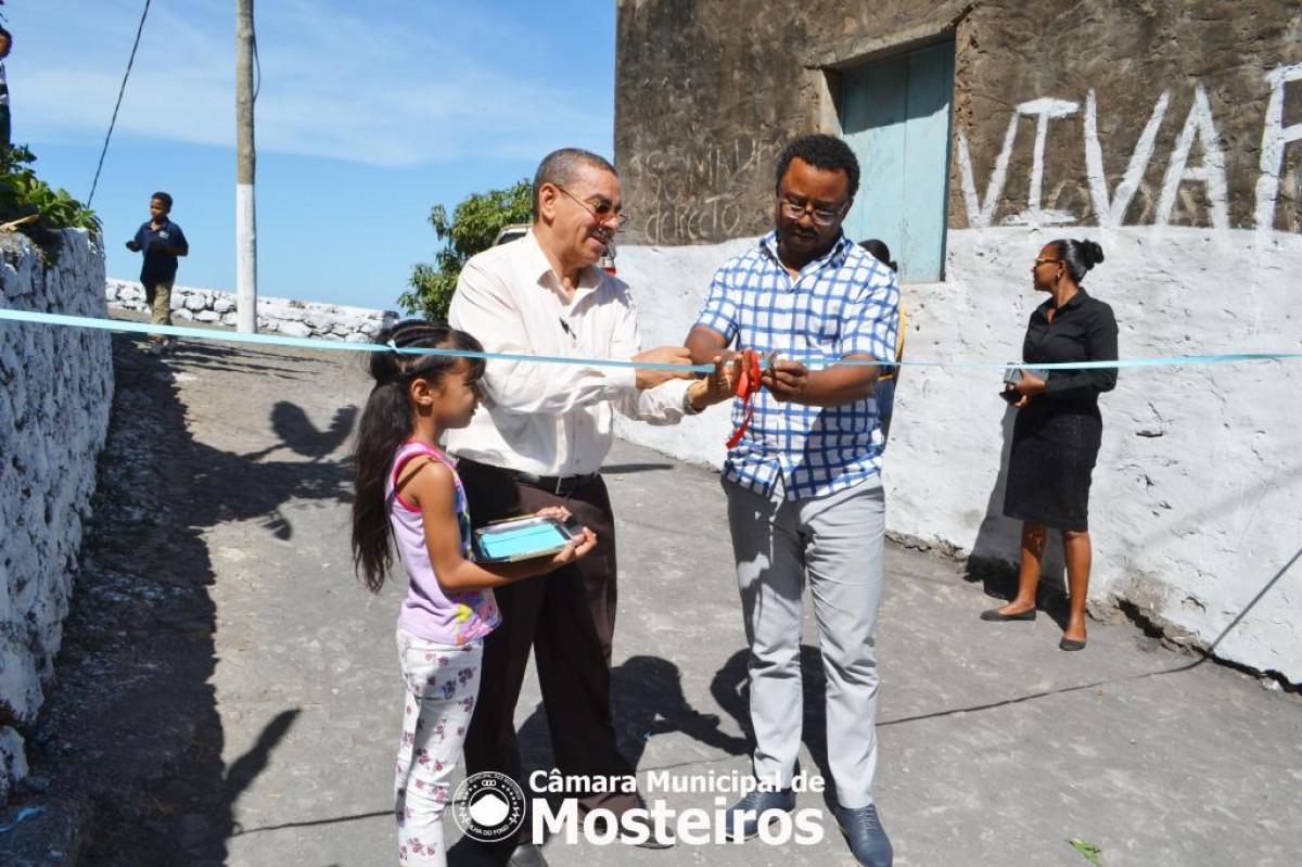 Câmara Municipal inaugura obras e entrega moradias a famílias de baixa renda