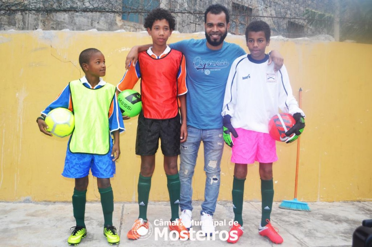 Atalaia: Emigrantes ajudam a criar escola de futebol