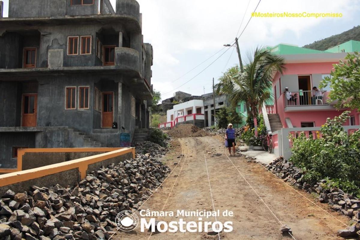 Obras: Câmara Municipal reabilita troço de estrada em Fonsaco