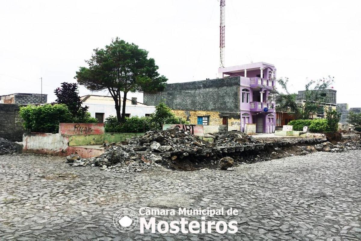 Infraestruturas: Câmara Municipal reabilita praça de Queimada Guincho