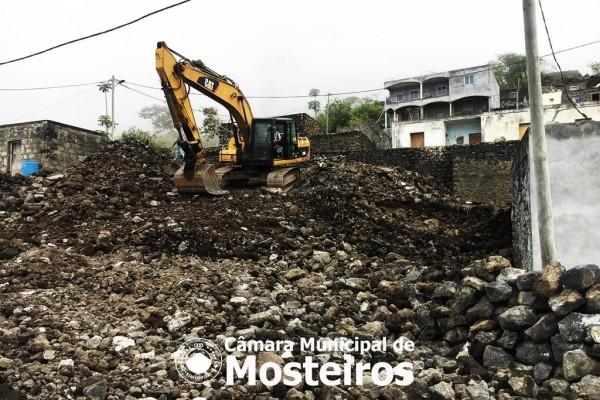 Obras: Câmara Municipal constrói via de acesso a Queimada de cima em Relvas