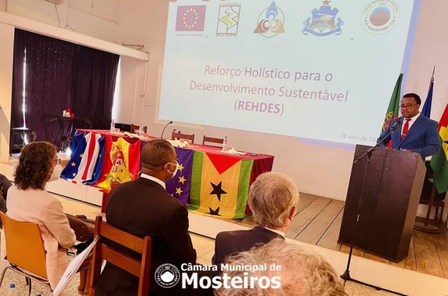 Presidente Fábio Vieira discursa na apresentação pública do projeto REHDES em São Tomé e Príncipe